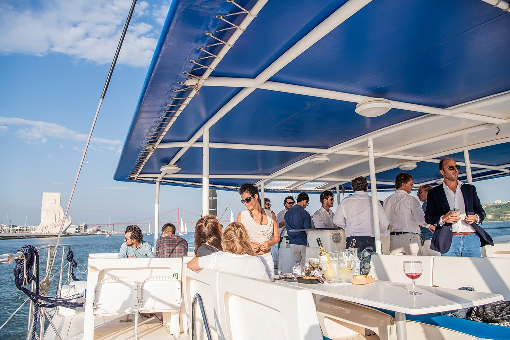 Catamaran Cruise  in Lisbon - Living Tours