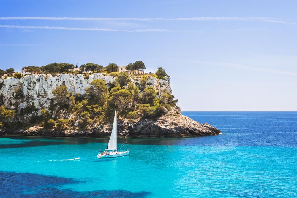 sailing boat trip in menorca - Living Tours