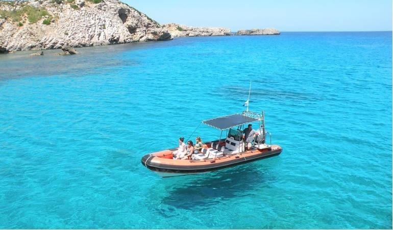 Speed boat em Menorca - Living Tours