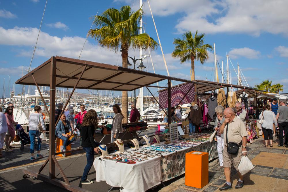 Mercadillo Playa Blanca - Living Tours