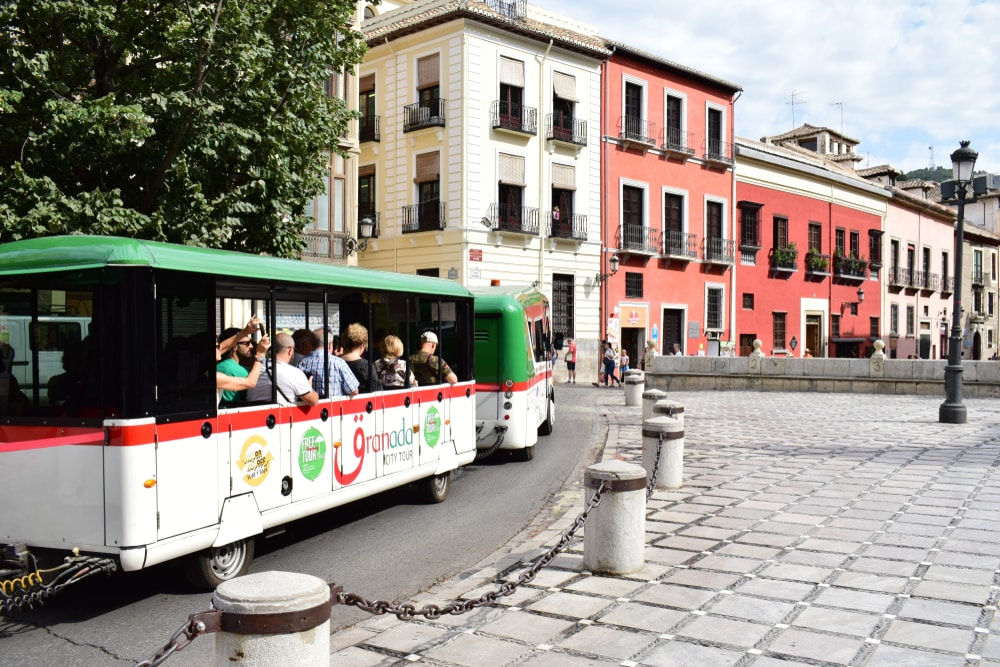 Trem Hop-On Hop-Off em Granada - Living Tours