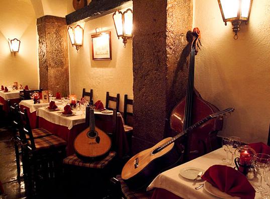 Diner à Clube de Fado du Nouvel An, Lisbonne - Living Tours