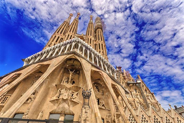 Sagrada Familia Guided Tour - Living Tours