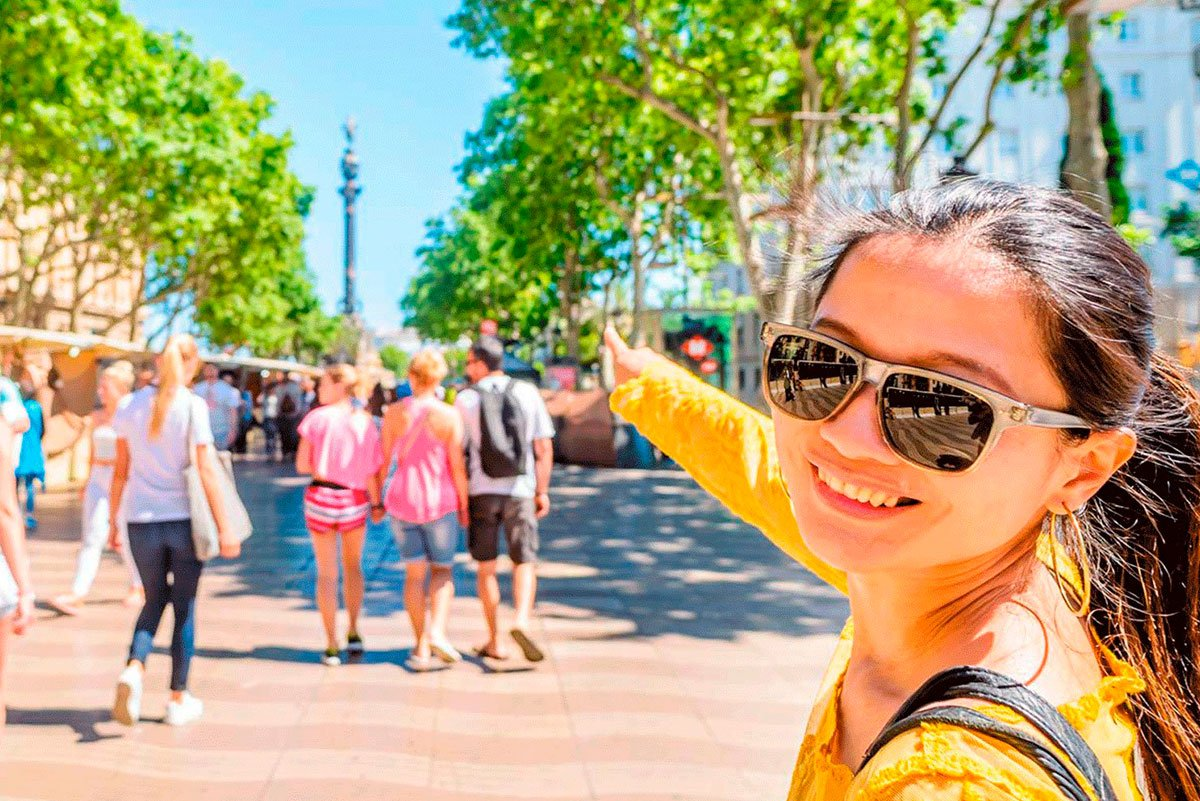 Barcelona tour Helicopter , boat and walk - all included - Living Tours
