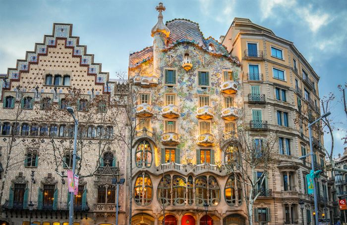 Private tour in Barcelona - Living Tours