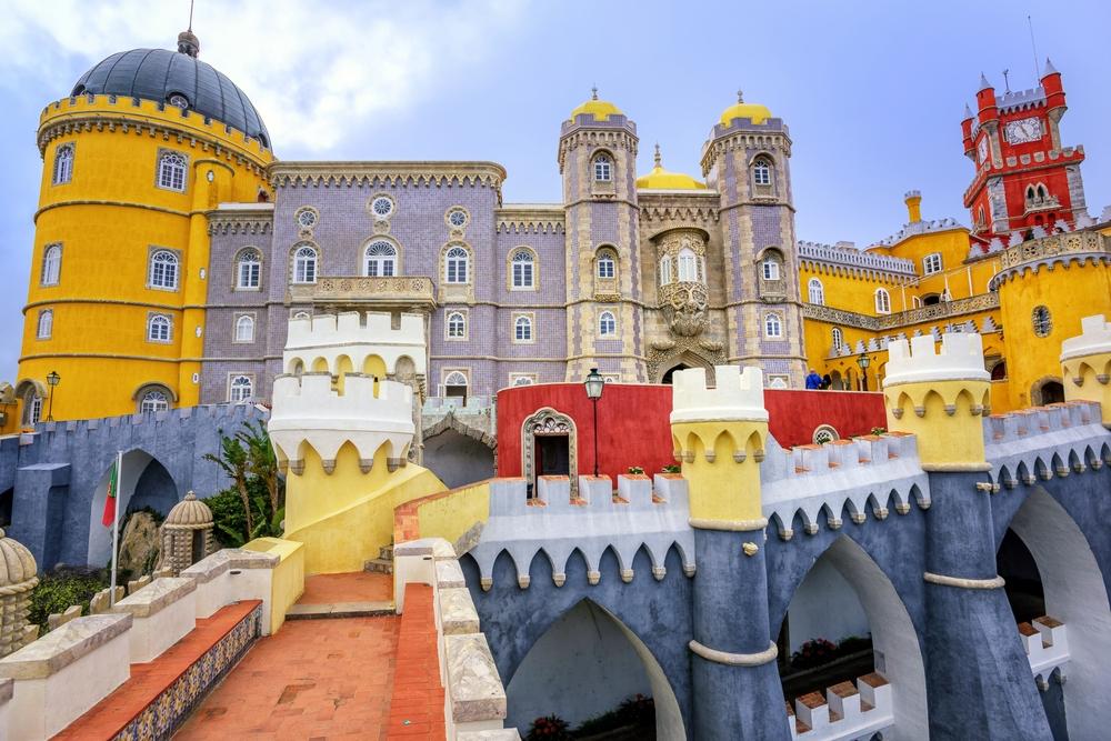 Excursão Matinal a Sintra com Palácio da Pena Pena Palace - Living Tour