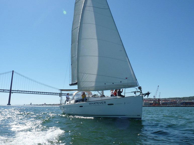 Sailboat Tagus River Lisbon - Living Tours