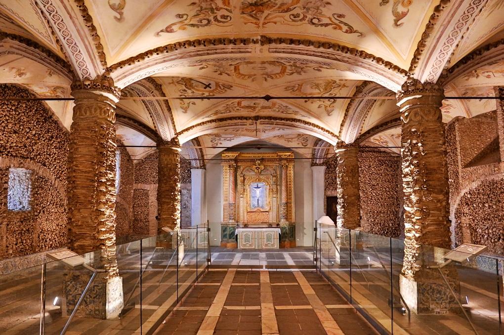 Capela dos Ossos - Living Tours