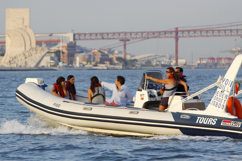 Sunset Boat Lisbon - Living Tours