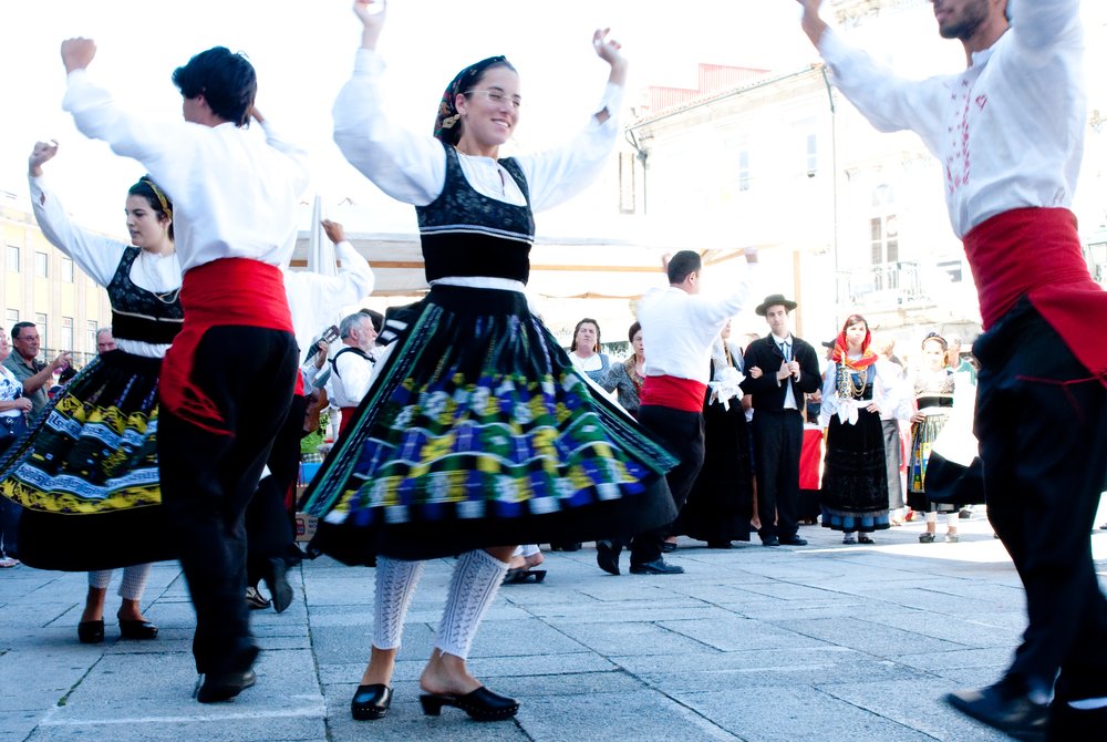Portugal Minho traditional dance and cloth - Living Tours
