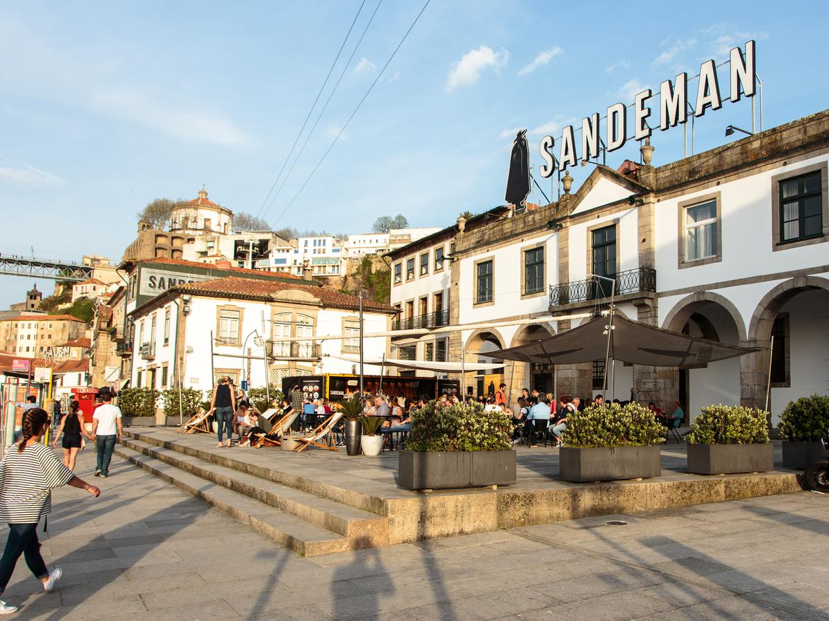 Sandman wine tour in porto outside - Living Tours