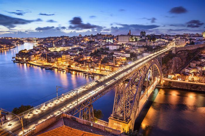 Passeio de Tuk Tuk à Noite no Porto